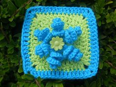 spiral flower square: English pattern: http://breezybot.blogspot.nl/2012/02/spiral-flower.html