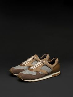 Autumn winter 2016 MEN´s CONTRAST LEATHER SNEAKERS at Massimo Dutti for 24995. Effortless elegance!