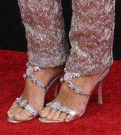 Los Manolo Blahnik, modelo 'Cuttabolo' de Jessica Biel. #fashion #shoes #HOLAFashion