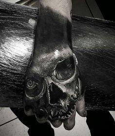 40 Unique Hand Tattoos for Men Manly Ink Design Ideas Männer Stil und Mode Skull Hand Tattoo, Hand Tats, Skull Tattoo Design, Skull Tattoos, Tattoo Designs Men, Black Tattoos, Body Art Tattoos, Sleeve Tattoos, Unique Hand Tattoos