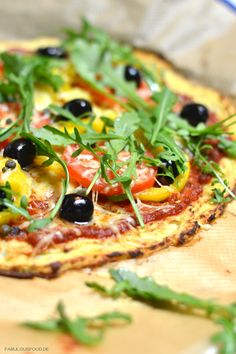 lowcarbpizza, low, carb, low carb, pizza, pizzaboden, blumenkohl, ohne kohlenhydrate, einfaches rezept, einfach, blog, foodblog, fabulous, food, rucola, belag, tomaten, tomatensoße, oliven, paprika, schnelles essen, mittagessen, abendessen, pizzarezept, abnehmen, diät, gesundes, gesund