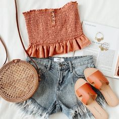 The Hobbs Tan Round Woven Purse is a trendy gal's dream! Woven rattan shapes this unique, woven round tote with a cute cut-out design and leather strap. Summer Outfits Women 20s, Casual Summer Outfits, Stylish Outfits, Spring Outfits, Cool Outfits, Beautiful Outfits, Girly Outfits, Beach Outfits, Casual Teen Fashion