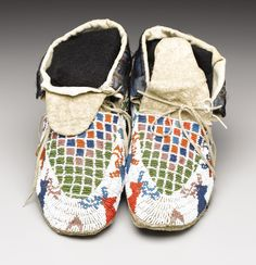 A PAIR OF SIOUX PICTORIAL BEADED HIDE MOCCASINS. c. 1920.   Lot #77158   Heritage Auctions