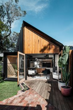 This modern house addition features a pitched roof, and is covered in a combination of standing seam metal siding, Silvertop Ash shiplap siding, and weatherboard. Shiplap Siding, Metal Siding, Metal Roof, Australian Architecture, Architecture Design, Melbourne Suburbs, Double Vitrage, New Living Room, Kitchen Living
