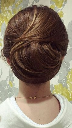 Oval Face Hairstyles, Frontal Hairstyles, Modern Hairstyles, Wedding Hairstyles, Medium Hair Styles, Curly Hair Styles, Thin Hair Updo, Roll Hairstyle, Hair Arrange
