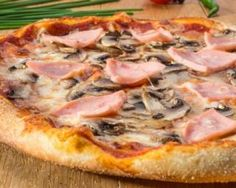 Pizza jambon, champignons et fromage simplissime : www.fourchette-et… Pizza ham, mushrooms and cheese simplissime: www.fourchette-and … Pizza Recipes Pepperoni, White Pizza Recipes, Healthy Pizza Recipes, Polenta Pizza, Pizza Restaurant, Deep Dish Pizza Recipe, Supreme Pizza, Thin Crust Pizza, Salads