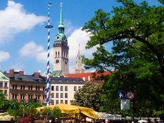 Viktualienmarkt, München - Le marché aux victuailles de Munich en Bavière avec ses fontaines et son Biergarten - Market in Bavaria - https://www.yourcitydreams.com/munich/incontournables/ - #Allemagne