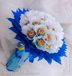 """Периодически мне хочется делать букеты из чупа-чупс....  Но и новенького хочется в дизайне. Придумался вот такой """"цветочек""""   В составе : 31 шт Чупа-Чупс, вкус мороженое...... фото 2"""