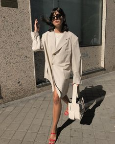 Let's wear an oversized blazer as a dress and minimal sandals