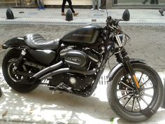 Harley Davidson 883.