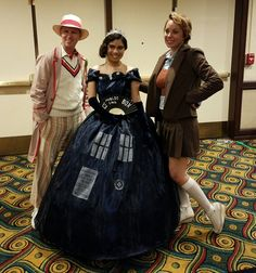 American Whovians ‏@USAWhovians - #DoctorWho Coolness: @gallifreyone Brilliant Cosplay action #whovian @USAWhovians