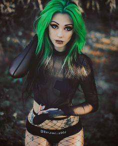 I love hair, I need green color! - I love hair, I need green color! - I love hair, I need green color! I love hair, I need green color! Dark Beauty, Goth Beauty, Hot Goth Girls, Punk Girls, Style Punk Rock, Goth Style, Photographie Art Corps, Chica Fantasy, Gothic Mode