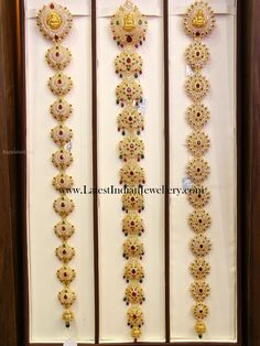 Indian Gold Jada Designs with CZs - Latest Indian Jewellery Designs Gold Jhumka Earrings, Jewelry Design Earrings, Gold Earrings Designs, Fancy Jewellery, Indian Jewellery Design, Indian Jewelry, Jewellery Designs, Hair Jewellery, Headpiece Jewelry