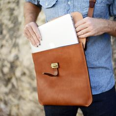 Another wonderful #bleudechauffe #bag for your #MacBook. Nice closure, by the way!
