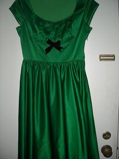 Modcloth/Pinup Couture emerald green holiday party dress