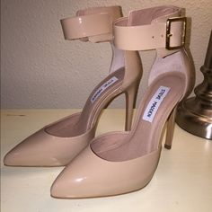 Brand new, never worn Steve Madden nude pumps. Bought these for an event and ended up not wearing them. They are brand new - never worn. Steve Madden Shoes Heels