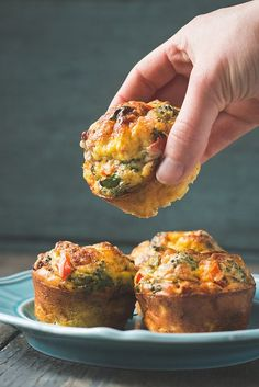 Mini Quiche (single serving breakfast muffins) - Will Cook For Friends Crustless Mini Quiches (aka, egg muffins)Crustless Mini Quiches (aka, egg muffins) Easy Egg Breakfast, Low Carb Breakfast, Breakfast Dishes, Breakfast Time, Breakfast Recipes, Breakfast Ideas, Mini Breakfast Quiche, School Breakfast, Breakfast Potatoes