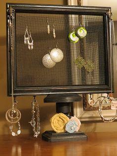 Dippity Dot: Pedestal Jewelry Organizer