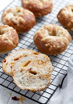 These easy and delicious bagels are ready in about 2 hours, flavoured with sun-dried tomatoes and Asiago cheese. Pretzel Dough, Yeast Bread Recipes, Bagel Sandwich, Homemade Bagels, Asiago Cheese, Bagel Recipe, Bread Bowls, Instant Yeast, Pumpkin Pie Spice