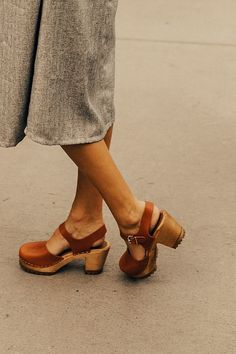 Brown leather clogs with ankle strap | ROOLEE