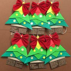 残り1セット★折り紙のクリスマスオーナメント ガーランド|その他インテリア雑貨|みずたま。★受注製作おやすみ|ハンドメイド通販・販売のCreema Christmas Swags, Christmas Diy, Christmas Decorations, Holiday Decor, Origami Folding, Diy Weihnachten, Nativity, Advent Calendar, Arts And Crafts