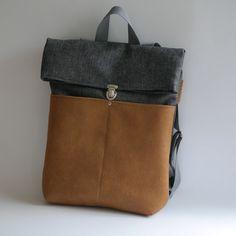 Der #Rucksack ist aus hochwertigem #Canvas und Kunstlederstoff genäht. Auf der Vorderseite sind zwei große #Taschen. / #backpack made from canvas and fake leather. The rucksack has two #bags on the front - made by uli-kuli via DaWanda.com