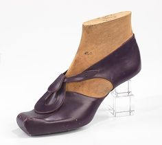 Steven Arpad, French avant-garde designer, one of a group of 75 prototypes designed in 1939.  He also produced uncredited shoe designs for Balenciaga and Delman, Model No. 282