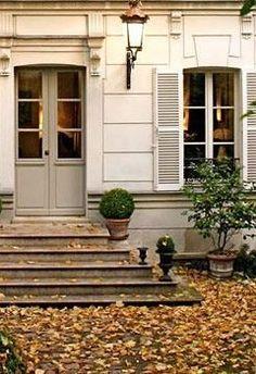 front door//steps//windows Old Doors, Beautiful Doors, Exterior Doors, House Exterior, Curb Appeal, Autumn Home, Outdoor Living, Exterior, Door Steps
