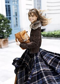winter long plaid skirt - would be even cuter with the maryville scots tartan. Looks Chic, Looks Style, My Style, Style Blog, Long Plaid Skirt, Plaid Skirts, Flared Skirt, Tartan Mode, Street Style
