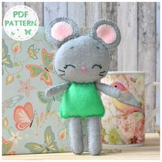 This PDF sewing pattern is to make a Mausita Ballerina doll from felt. This doll is hand sewn. Size: 7.5 tall aprox. THIS IS NOT A FINISHED TOY. $3.50 for an instant download pattern for this ballerina Mouse