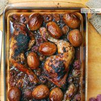 Directo al Paladar - Pollo asado al vino tinto con cebolla caramelizada y uvas. Receta