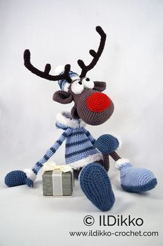 Amigurumi Crochet Pattern Rudolf the Reindeer XL !This listing is for a crochet pattern and not a finished item! Rudolf the Reindeer XL: The pattern is very detailed and contains a lot of pictures. Rudolf the Reindeer has a wire frame. Crochet Toys Patterns, Amigurumi Patterns, Stuffed Toys Patterns, Crochet Designs, Crochet Amigurumi, Amigurumi Doll, Crochet Dolls, Single Crochet, Double Crochet