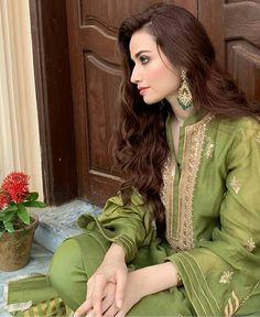 New Pakistani Dresses, Pakistani Fashion Party Wear, Shadi Dresses, Pakistani Models, Pakistani Dress Design, Pakistani Actress, Bollywood Actress, Eid Dresses, Pakistani Dramas