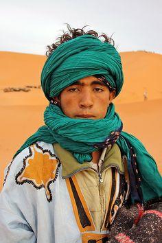Dromedar guide, Erg Chebbi (Sahara desert), Marocco  - #morocco #sahara #desert Maroc Désert Expérience tours http://www.marocdesertexperience.com