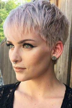 Pixie Cut Blond, Pixie Cut With Bangs, Blonde Pixie, Haircut For Older Women, Older Women Hairstyles, Short Hair Cuts For Women, Short Pixie Haircuts, Layered Haircuts, Pixie Hairstyles