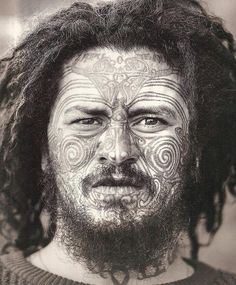 The origin of tattoos comes from Maori culture, the true Moko Maori is reserve… Maori Tattoos, Maori Tattoo Designs, Polynesian People, Polynesian Art, We Are The World, People Of The World, Sunflower Tattoo Small, Maori People, Art Premier