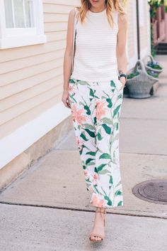 Ann Taylor Floral Print Pants  | floral | | floral print and patterns | http://www.thinkcreativo.com/