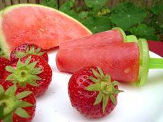 IJsjes van watermeloen en aardbeien