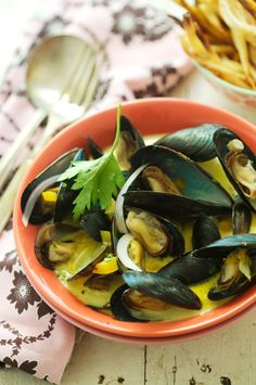 Mussels in Saffron broth. mmmmmmm.....