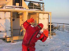 他真的不是北海小精靈!他是團員而已!— 在 Kemi, Lapland 。