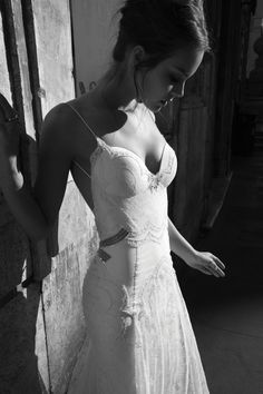 form fitting wedding dress with darling bow detail at the bust | Bridal Musings
