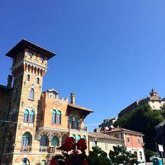"""""""Stranezze"""" nelle Marche. Questo Palazzo """"Villino Verrucci"""" in stile egiziano, si trova al centro del paese con vis…"""