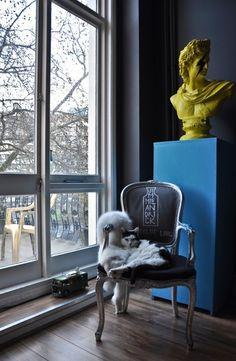 sitzt der Knock-out für das Lesen von Pop Art und Art-Deco London Wohnung 3 554 x 848