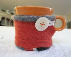 My coffee was getting cold before I could drink it all. What's the solution? Mug cozy! Wool is a great insulator! This took me an embarras...