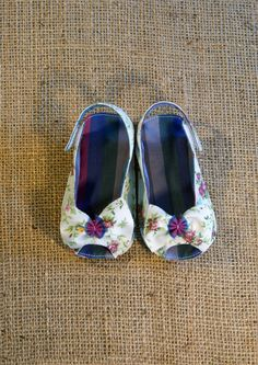 Skylar Shoes  PDF Pattern  Newborn to 18 by littleshoespattern