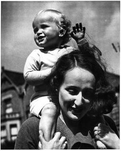 Portraits of Edith Tudor-Hart :  Vienna with her son Tommy [London], ca 1936 -by Wolfgang Suschitzky