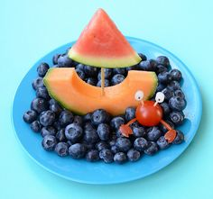 Creative Food Plate – Sail Boat in the Sea - Meet the Dubiens Kinder Party Snacks, Cute Snacks, Snacks Für Party, Healthy Snacks For Kids, Cute Food, Good Food, Food Art For Kids, Childrens Meals, Summer Snacks