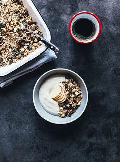 Som I sikkert allerede ved, så elsker jeg morgenmad – inden jeg går i seng om aftenen har jeg næsten altid besluttet hvad morgenmaden står på…. og på den måde har jeg lidt at glæde mig til når jeg står op. Lige for tiden er mine favoritter; æg, smoothies, chiagrød eller yoghurt med granola. Det …