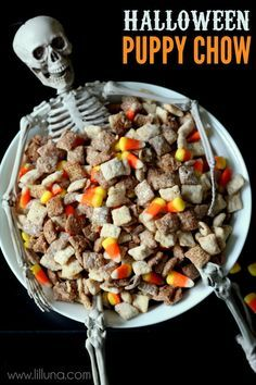 Black and White Halloween Puppy Chow recipe on { lilluna.com }