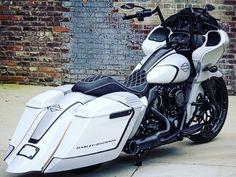 Harley Bagger, Bagger Motorcycle, Harley Bikes, Harley Davidson Motorcycles, Harley Road Glide, Harley Davidson Street Glide, Custom Baggers, Custom Harleys, Custom Bikes